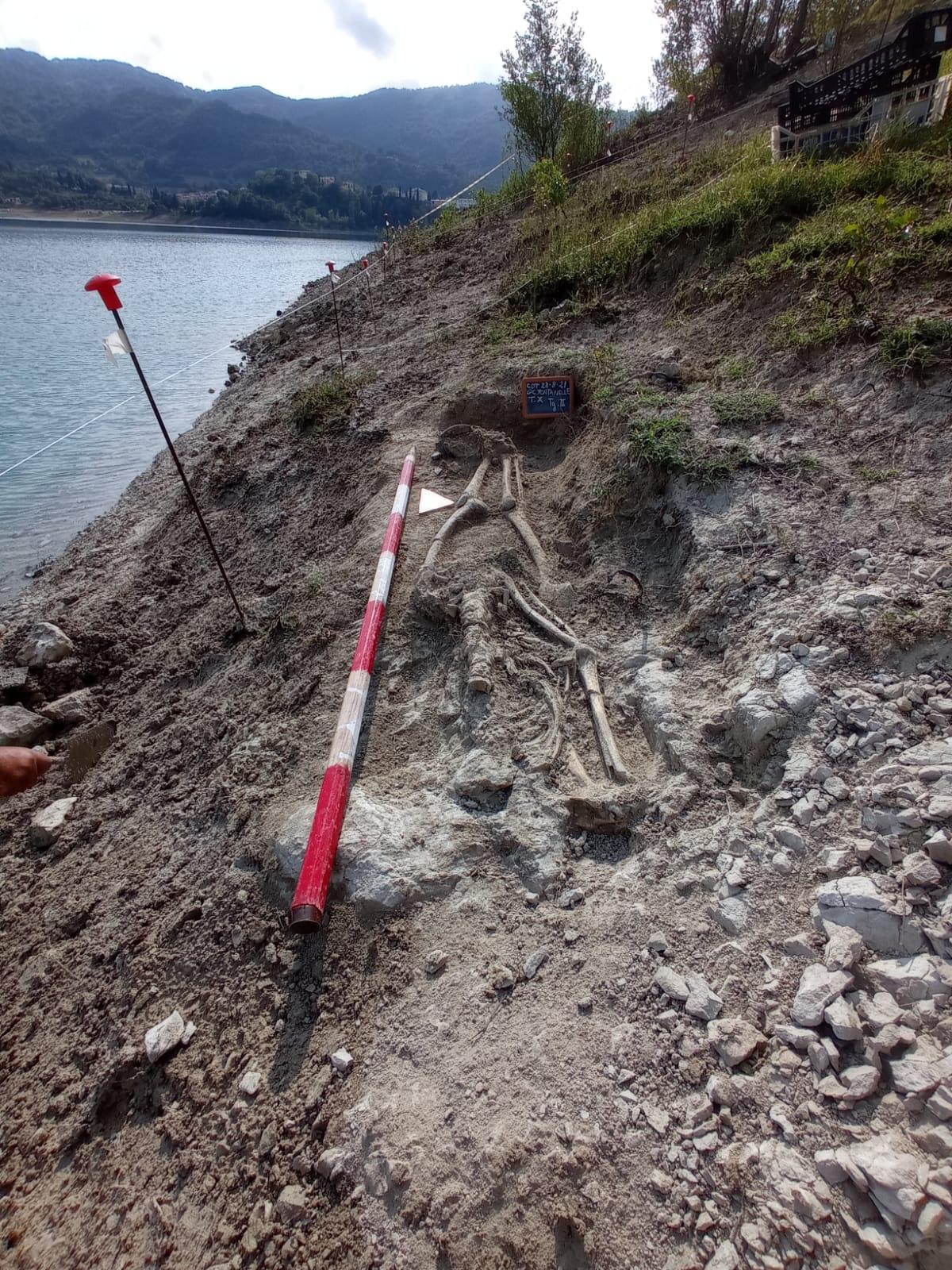 Tomba con scheletro